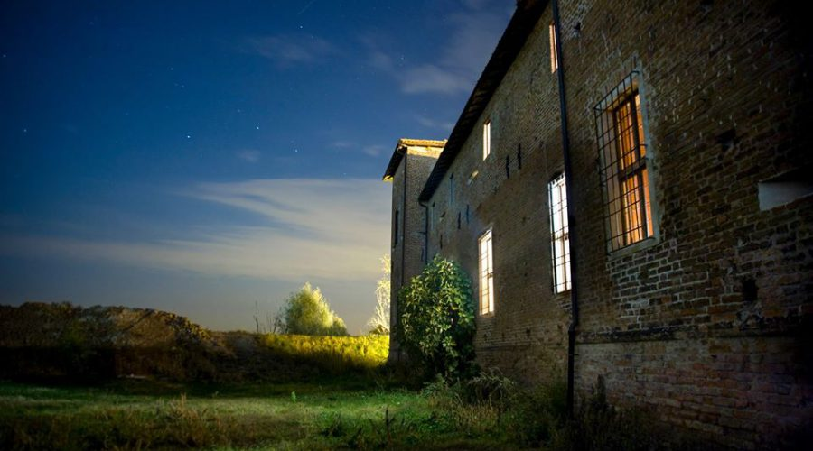 antica corte notturna esterno