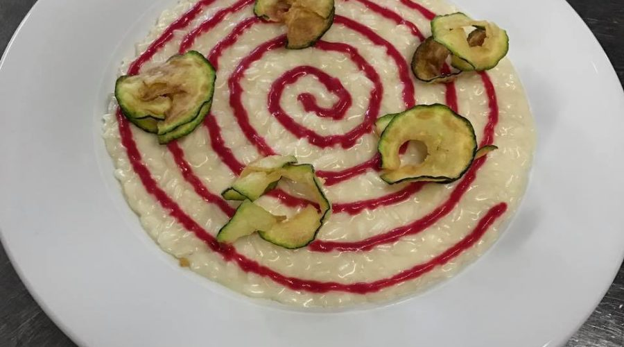 La porta a Viarolo Risotto alla Parmigiana con Barbabietola e Zucchine fritte