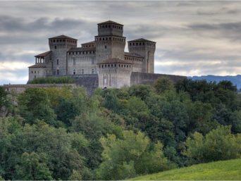 castello di torrechiara-al-glicine