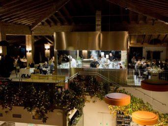 KM90 ristorante cucina e tavoli