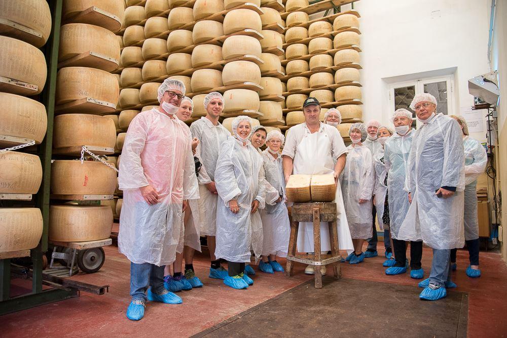 Tastybus grupppo in Caseificio