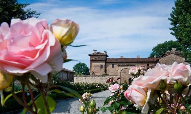 Antica Corte Pallavicina facciata rose