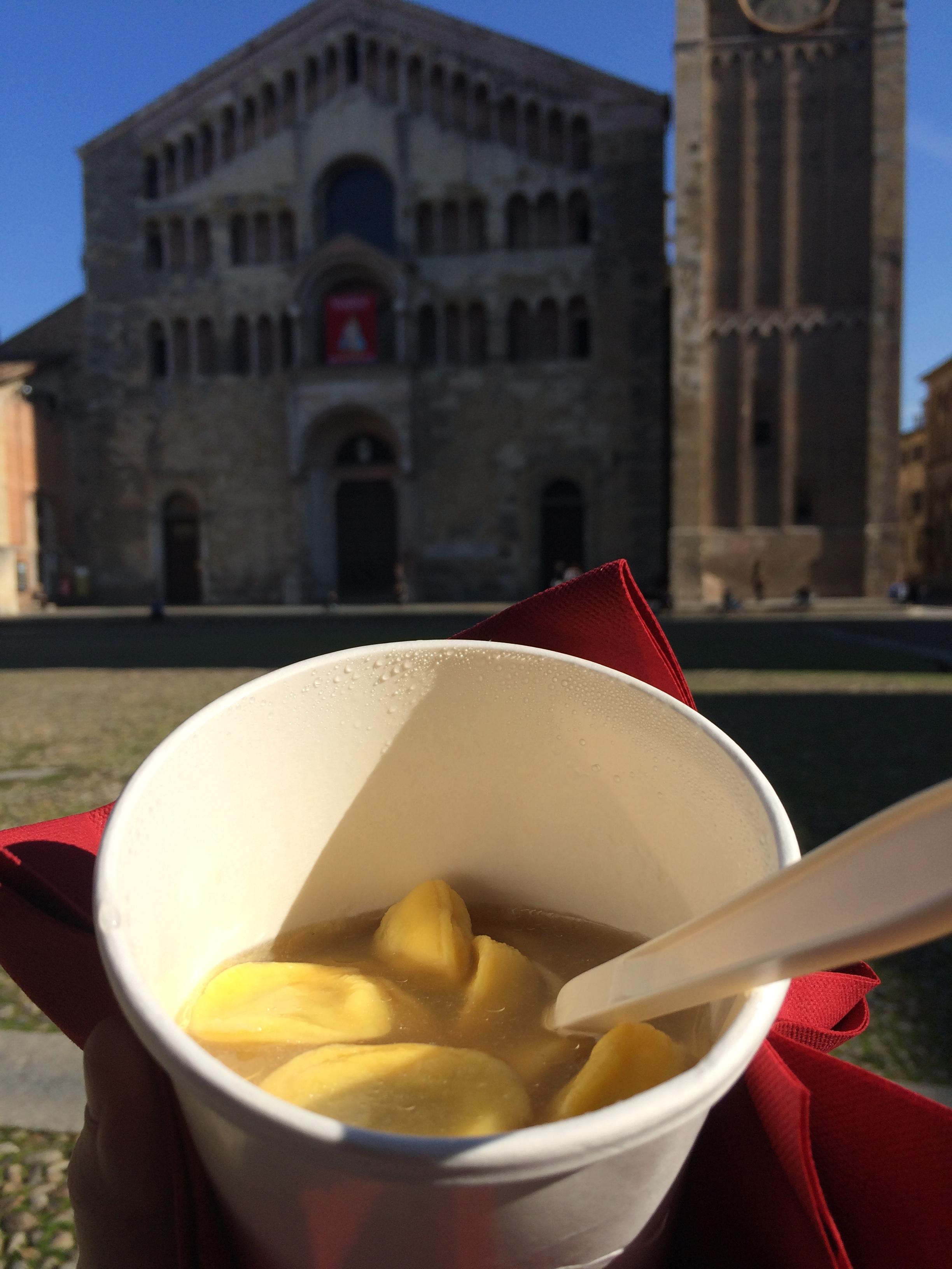 Passeggiare degustando in Piazza Duomo