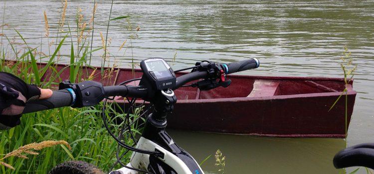 po-river-fiume-bici-barca