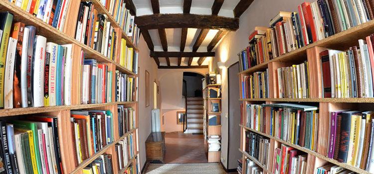 B&B Della Canadella corridoio libreria