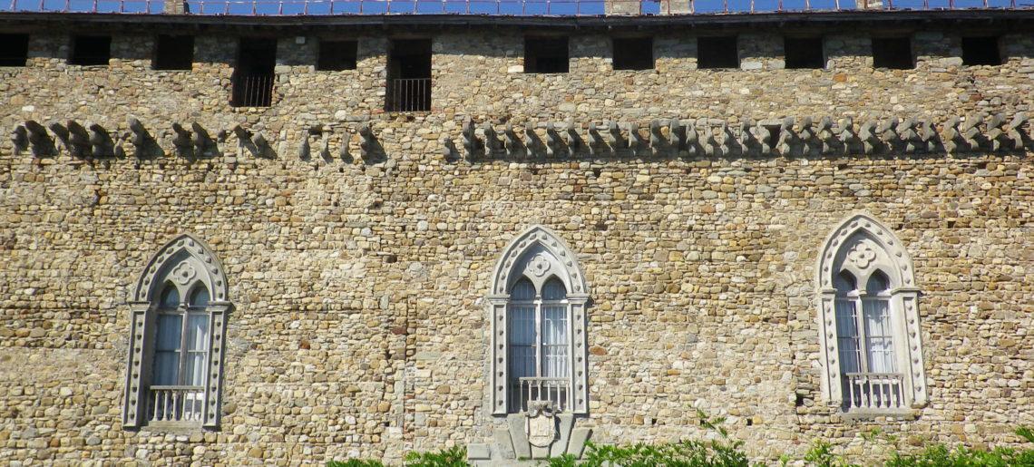 Castello-compiano-FACCIATA PRINCIPALE